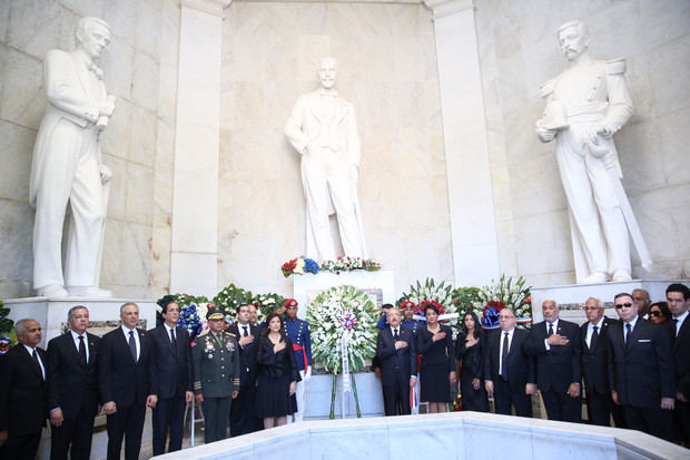 Tributo a Duarte, Sánchez y Mella: presidente Danilo Medina deposita ofrenda floral en Altar de la Patria
