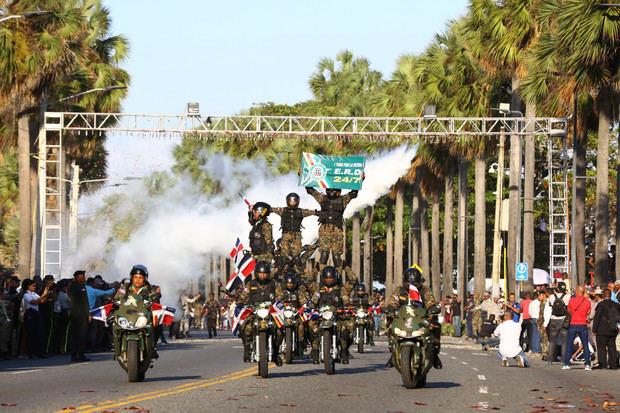 Medina encabeza desfile militar en conmemoración del 176 aniversario Independencia Nacional