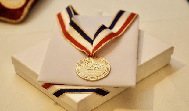 Ministerio de la Mujer llama a presentar candidaturas a la Medalla al Mérito de la Mujer 2021.