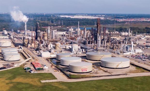 El petróleo de Texas cae un 2 % porque el temor al virus chino persiste