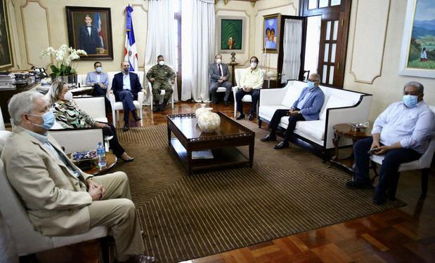 Encuentro encabezado por el presidente Danilo Medina con el Comité de Emergencias y Gestión Sanitaria para el Combate del Coronavirus (COVID-19)