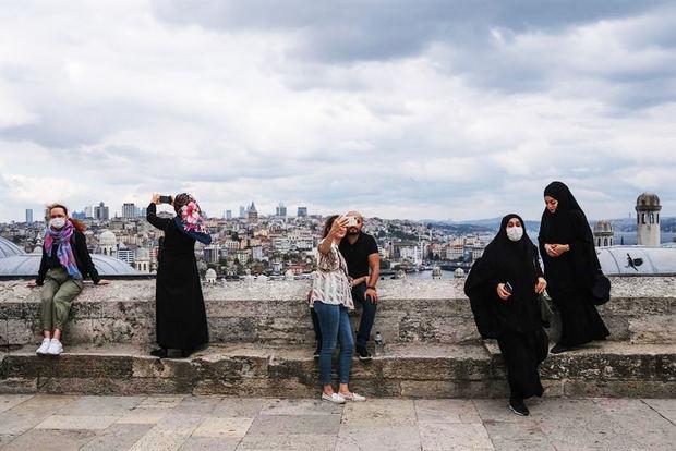 Turquía castigará con cárcel a los positivos de Covid-19 que mientan sobre sus contactos