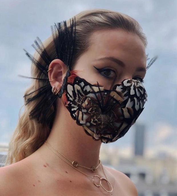 Jean Paul Gaultier llena las redes sociales de sus diferentes diseños, que convierten la mascarilla en una 'obra de arte'.