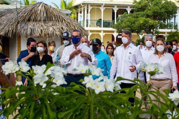 El presidente Luis Abinader visita la terminal de Cruceros Amber Cove en su quinto aniversario