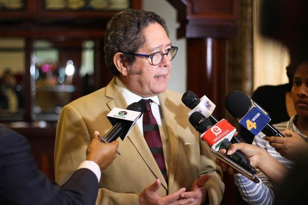 ernando González Nicolás, presidente de la Mesa Redonda de los Países de la Mancomunidad en la República Dominicana.