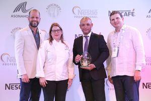 La premiación tuvo lugar en el ámbito de la XXXIII Exposición Comercial de ASONAHORES, que se celebra en el BlueMall Puntacana.