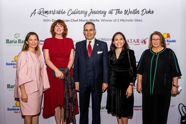 Natalia Federighi de Cuello, Stephanie McCollum, Embajadora de Canadá, Embajador Federico Cuello Camilo, Graciela Gómez, Embajadora de México y Greta Hiltz, Embajadora de  EE.UU.