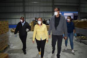 Plan de Asistencia Social de la Presidencia, PASP, informó que continúa este fin de semana con la distribución de alimentos crudos y kits de prevención en el Gran Santo Domingo y otras 12 provincias.