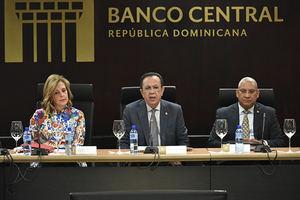 Banco Central de la República Dominicana, el Gobernador Lic. Héctor Valdez Albizu.