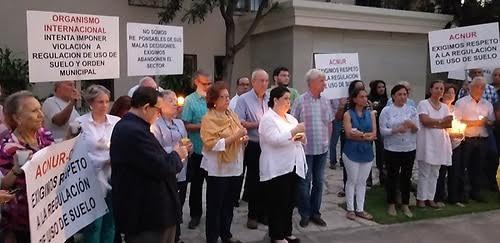 Directivos y miembros de la Junta de Vecinos de Helios de Bella Vista en una de las actividades del organismo residencial.