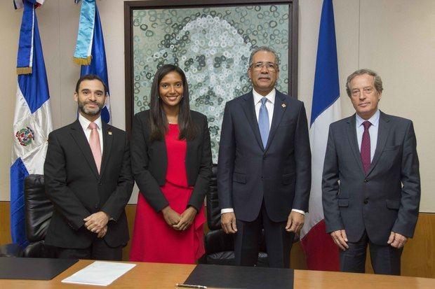 Banreservas y AFD firman línea de crédito blando por 25 millones de dólares