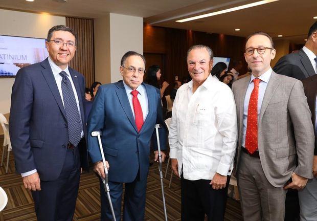 Embajador italiano en RD, Andrea Canepari; Celso Marrancini presidente de la Cámara, Frank Ranieri del Grupo Punta Cana y Giuseppe Bonarelli del Catador.