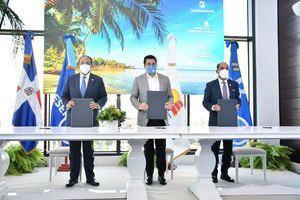 Samuel Pereyra, David Collado y Victor Rojas firman acuerdo como parte del plan de recuperación del turismo responsable ante el Covid-19.