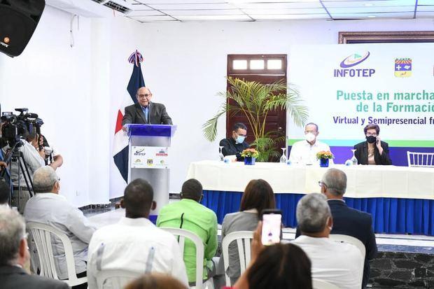 Santos Badía dijo que la pandemia del Covid-19 obligó a la institución a buscar alternativas para continuar ofreciendo los servicios de capacitación.