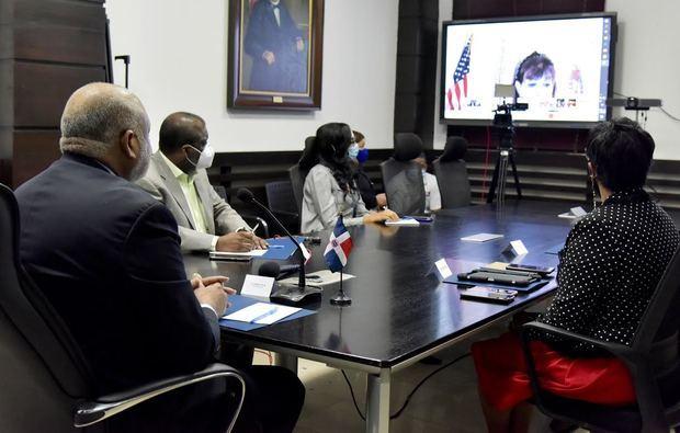 Ministro de Educación se reúne con embajadora de Estados Unidos Robin Berstein