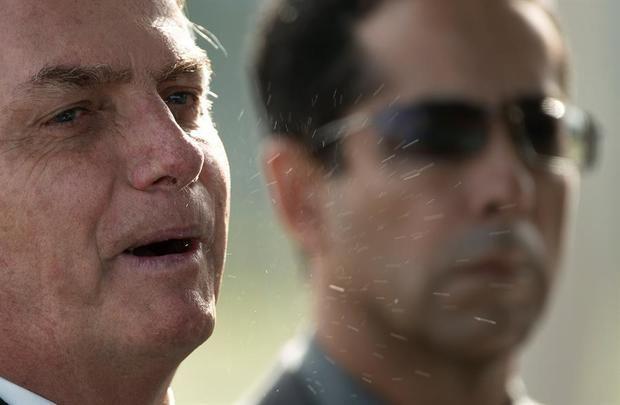 Bolsonaro pone en duda la cifra de muertes por el COVID-19 y pide volver a trabajar