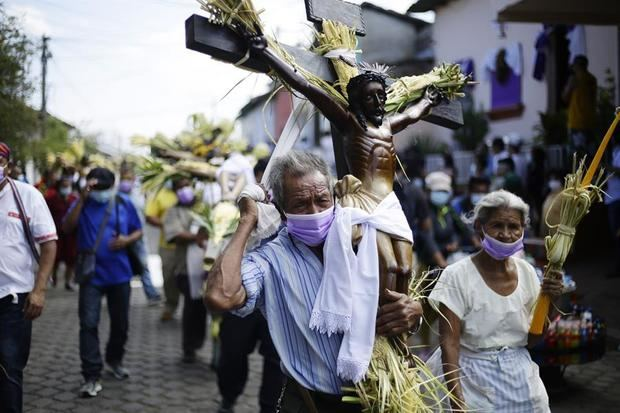 La centenaria procesión de los Cristos vuelve a las calles en El Salvador