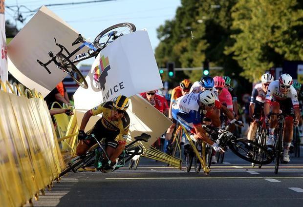 Los ciclistas piden a la UCI que revise la seguridad en las carreras.