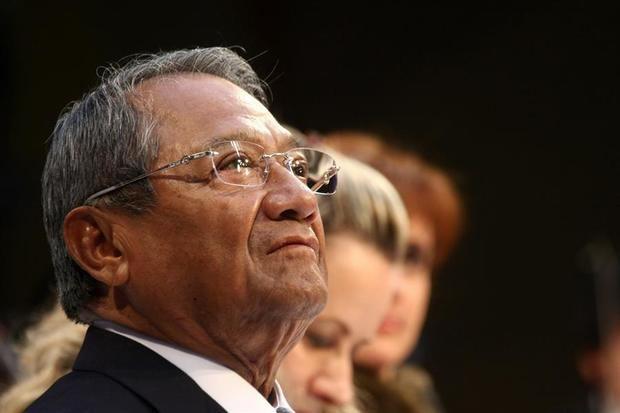 El presidente salvadoreño dice que la música de Manzanero