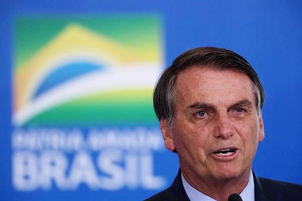 Bolsonaro firma un proyecto de ley que permite la minería en las reservas indígenas