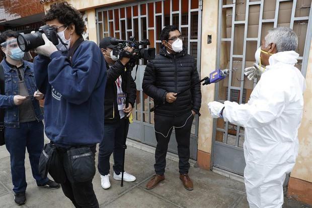 Las muertes por el COVID-19 revelan la cruda realidad del periodismo peruano