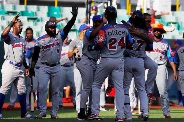 Un jonrón de Castillo da la ventaja y la victoria a República Dominicana sobre Panamá