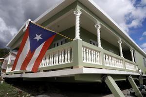 Vista de una casa dañada por el temblor de magnitud 5,8 que se reportó este lunes a las 06.32 hora local (10.32 GMT) en la costa de Guánica, municipio del suroeste de Puerto Rico.