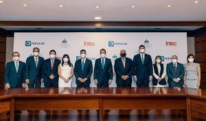 Funcionarios públicos, ejecutivos bancarios y autoridades académicas presentes en la firma, cuyo objetivo es fortalecer el sector de la economía creativa y generar valor agregado a la economía nacional.
