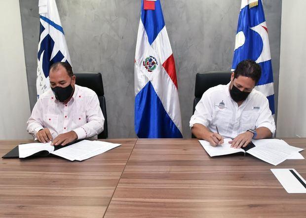 Cesar Cedeño Ávila junto a Carlos Alberto Bonilla Sànchez.