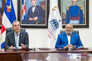 Presidente Abinader y el Ministro Fulcar.