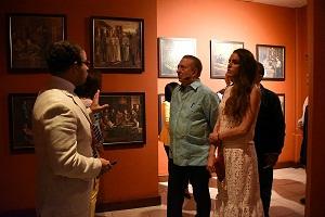 Ministro de Cultura visitando el museo