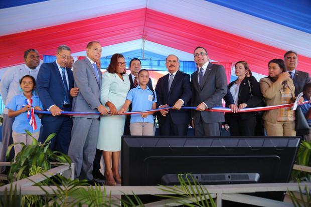 Presidente deja inaugurados cuatro centros educativos en La Vega