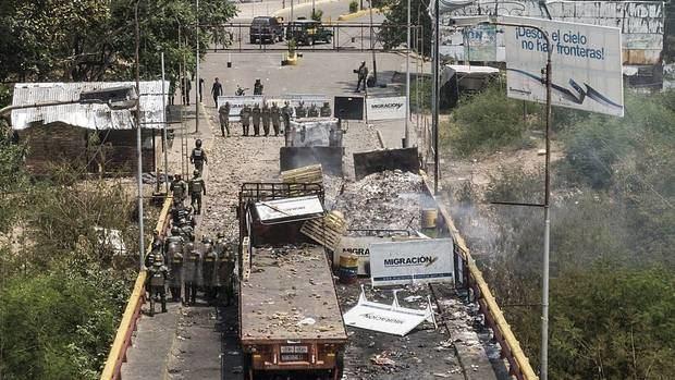 La oposición dice que 50 toneladas de ayudas entraron a Venezuela pese al bloqueo