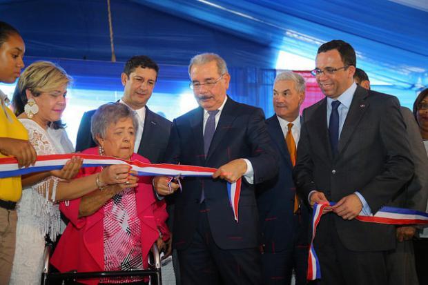 Danilo Medina entrega dos escuelas y un liceo en Santiago