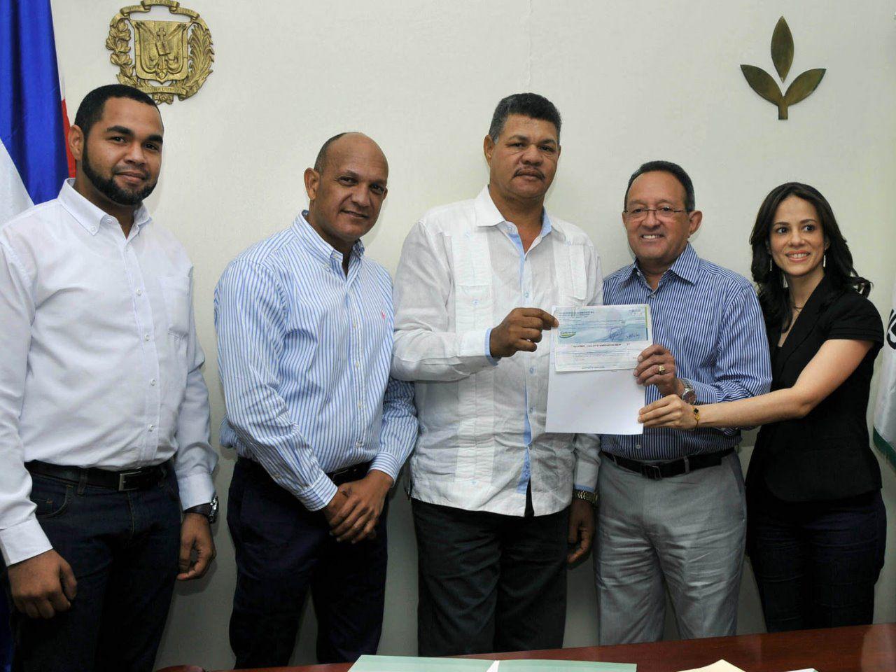 Gobierno entrega más de RD$28MM a productores de San Juan