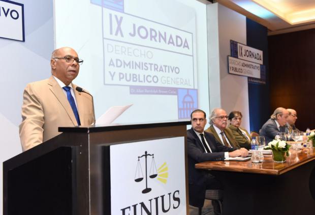 Ray Guevara afirma administración pública está subordinada a la Constitución