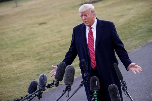 Trump pide
