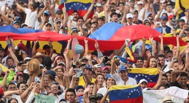 Venezuela, pendiente del nuevo gabinete de Maduro y de gira local de Guaidó