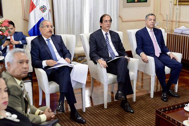 Medina envía al Congreso proyecto de ley de alianzas público privadas