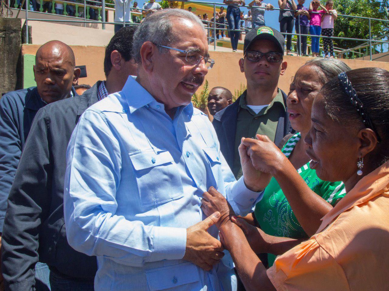 Danilo Medina y productores