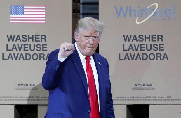 Donald Trump prohíbe cualquier negocio con TikTok a partir de 45 días.