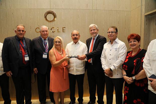 Forum de Periodistas de Turismo reconoce al presidente Medina