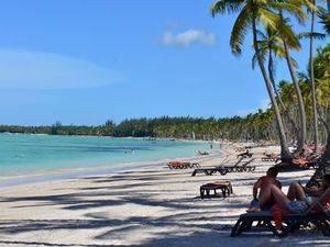 Playa y turistas.
