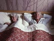Ancianos descansando.