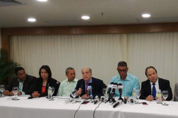 Bloque opositor insiste en perjuicio supone permanencia actuales miembros TSE