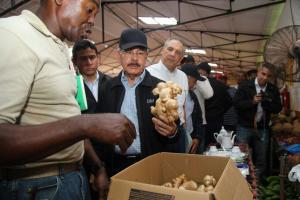 Presidente Medina reunido con productores de Jengibre.