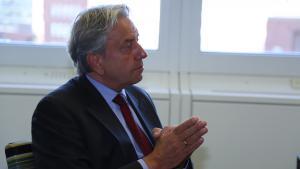 el embajador holandés en el país, Robert de Leeuw.
