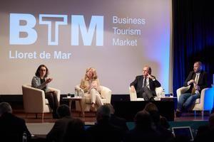 Elizabeth Keegan,  Anna Garriga, Santiago García-Nieto y Calum Laming durante el foro BTM.