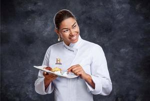 Fotografía cedida por Canal Historia de la chef Maria Marte con un plato de su interpretación de 'La ültioma Cena'.