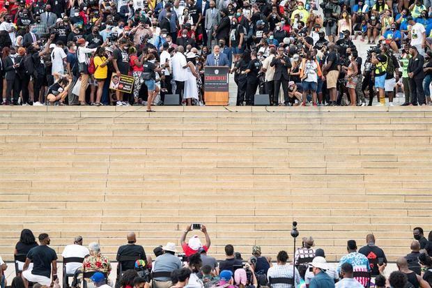 Martin Luther King III habla en el Lincoln Memorial durante la 'Marcha de compromiso: quítate las rodillas del cuello' en Washington, DC, EE. UU., el 28 de agosto de 2020.